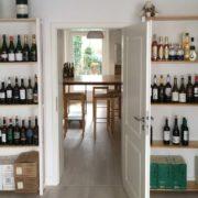 Blick in den noch unfertigen Probierraum der Weinhandlung in der Glauburgstraße